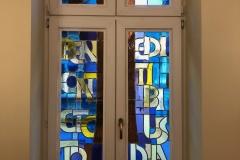 11.04.2019 - Drugi witraż w kaplicy klasztornej (montaż)